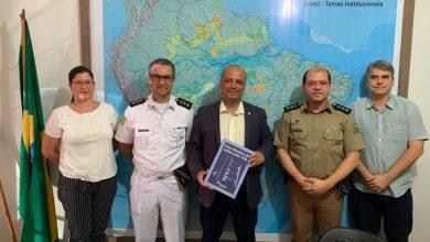 Photo of Fundação Tiradentes e Faculdade da Polícia Militar se reúnem com o Deputado Federal Major Vitor Hugo em Goiânia